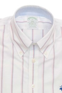 חולצה מכופתרת לגבר בצבע לבן עם פסים כחול ואדום Brooks Brothers