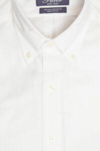 חולצת פורור, חולצה מכופתרת לגבר ללא גיהוץ בצבע לבן עם לוגו זהב
