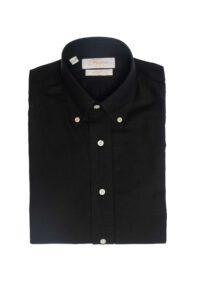 חולצה-מכופתרת-בצבע-שחור-עם-לוגו